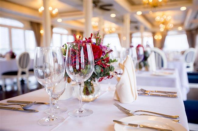 Unique Luxurious Dining Cruise