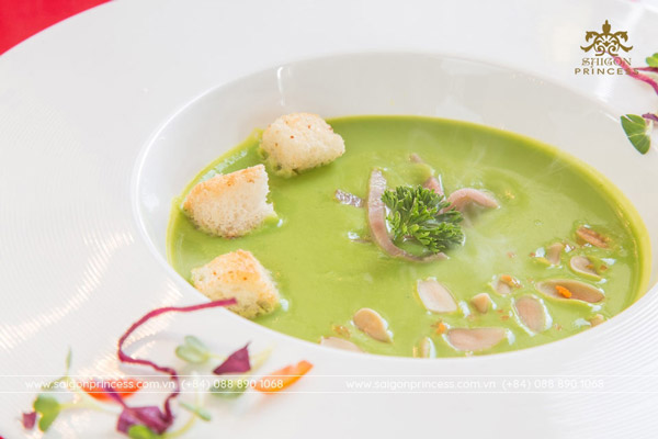 Smoked Ham & Green Pea Soup